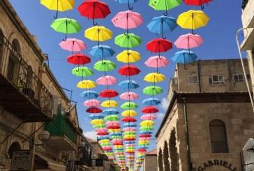 ירושלים: 1,000 מטריות באמצע הקיץ