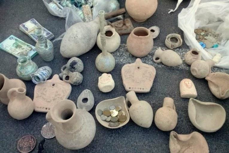 נתפסו ממצאים ארכיאולוגיים עתיקים