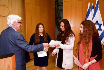 חולקו פרסים למדענים צעירים