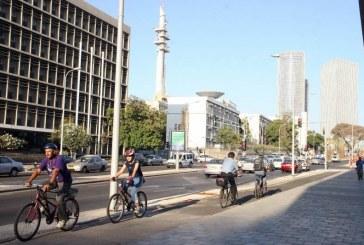"""עיריית ת""""א: ב-1 במאי נתחיל אכיפה כנגד נסיעת אופניים על המדרכה"""