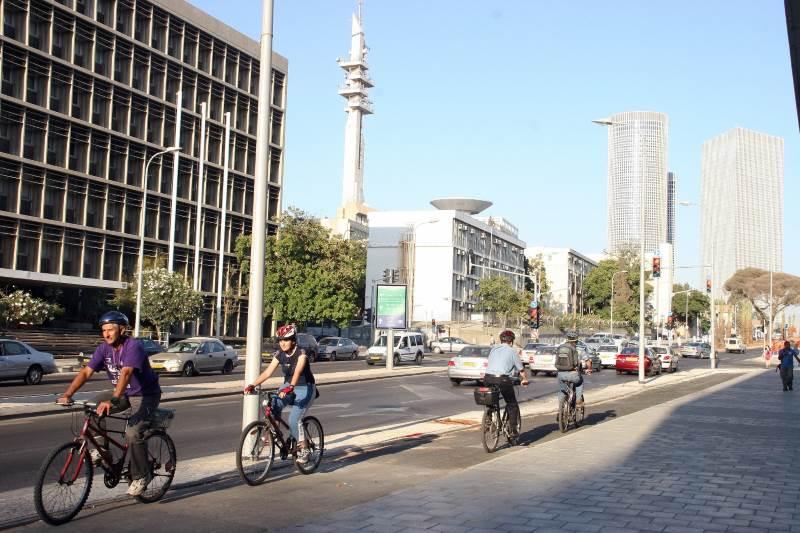 """עיריית ת""""א מציגה: ירידה של 62% במספר הרוכבים על המדרכה"""