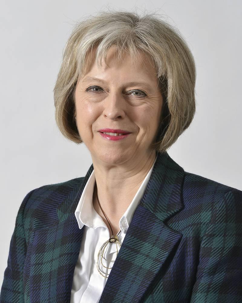 """""""חנוכה שמח"""". תרזה מיי צילום: ויקיפדיה, UK Home Office"""